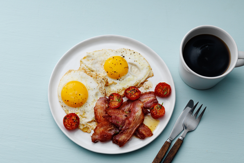El clásico tocino con huevos