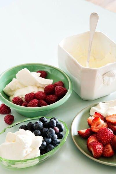 Bayas con crema batida low carb