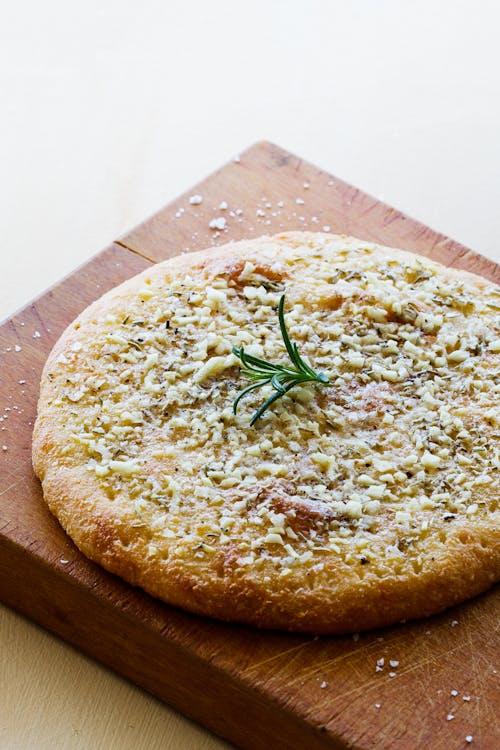 Pan focaccia cetogénico con ajo y romero