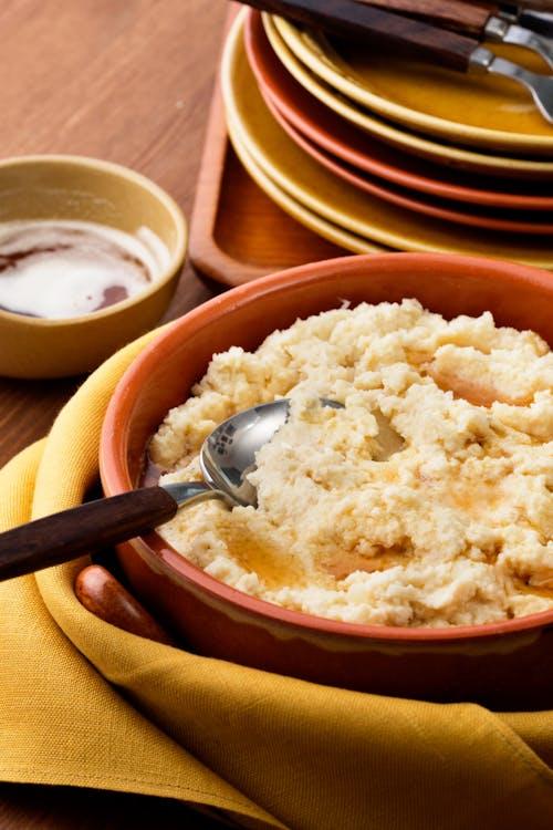 Puré low carb de coliflor con mantequilla dorada