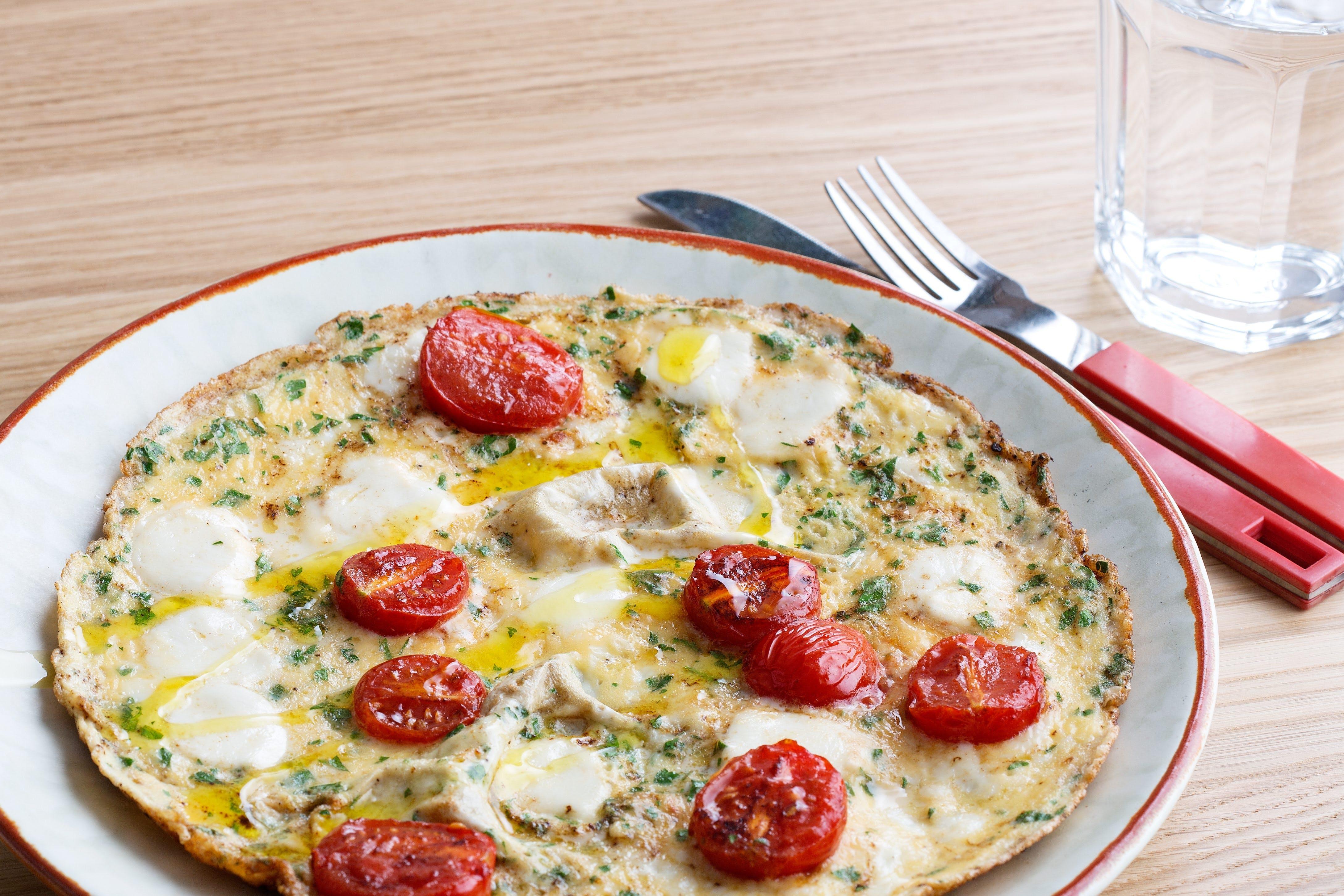 Omelet caprese