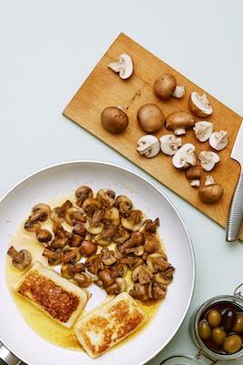 Queso frito con champiñones<br />(Almuerzo)