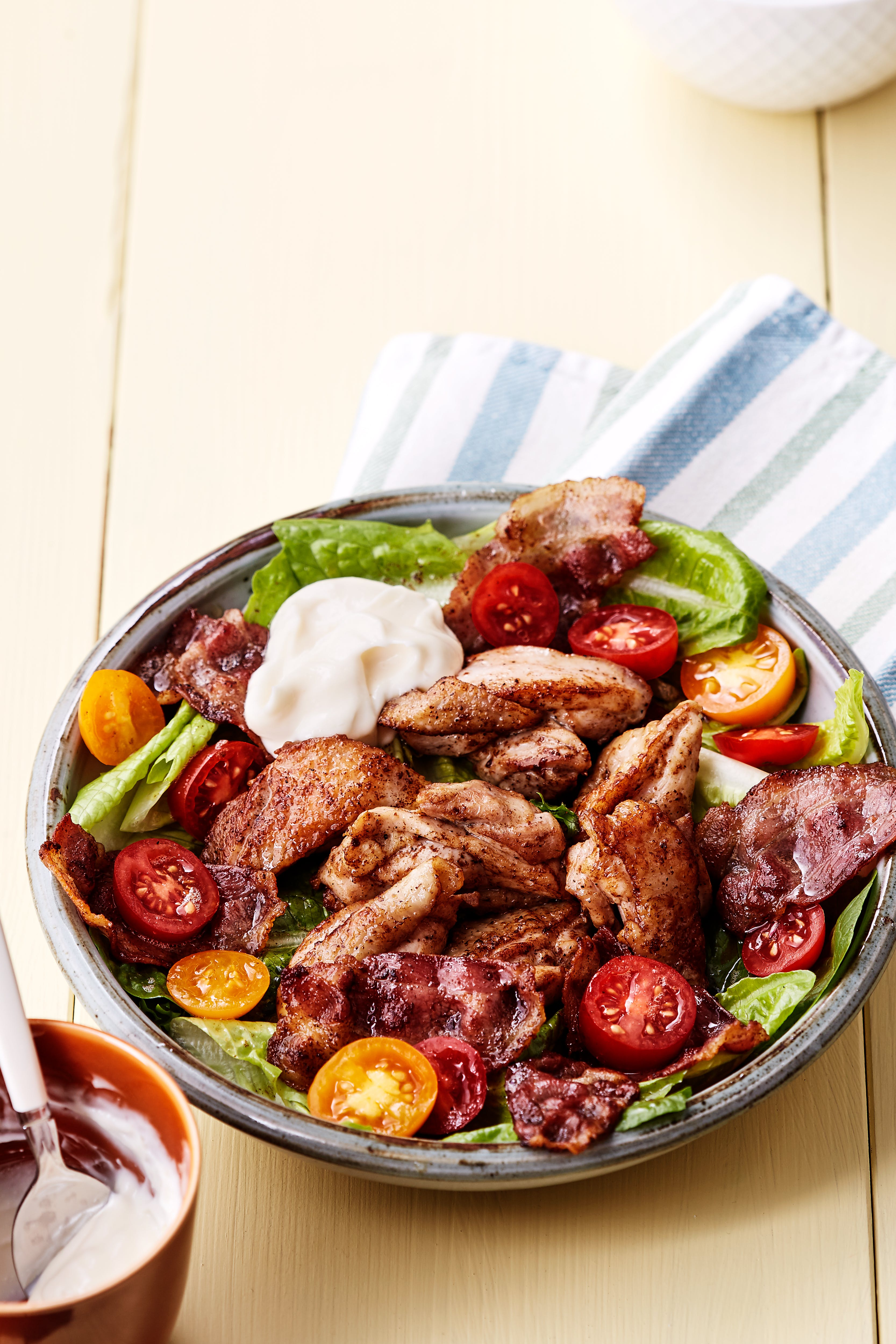 Ensalada de pollo y tocino