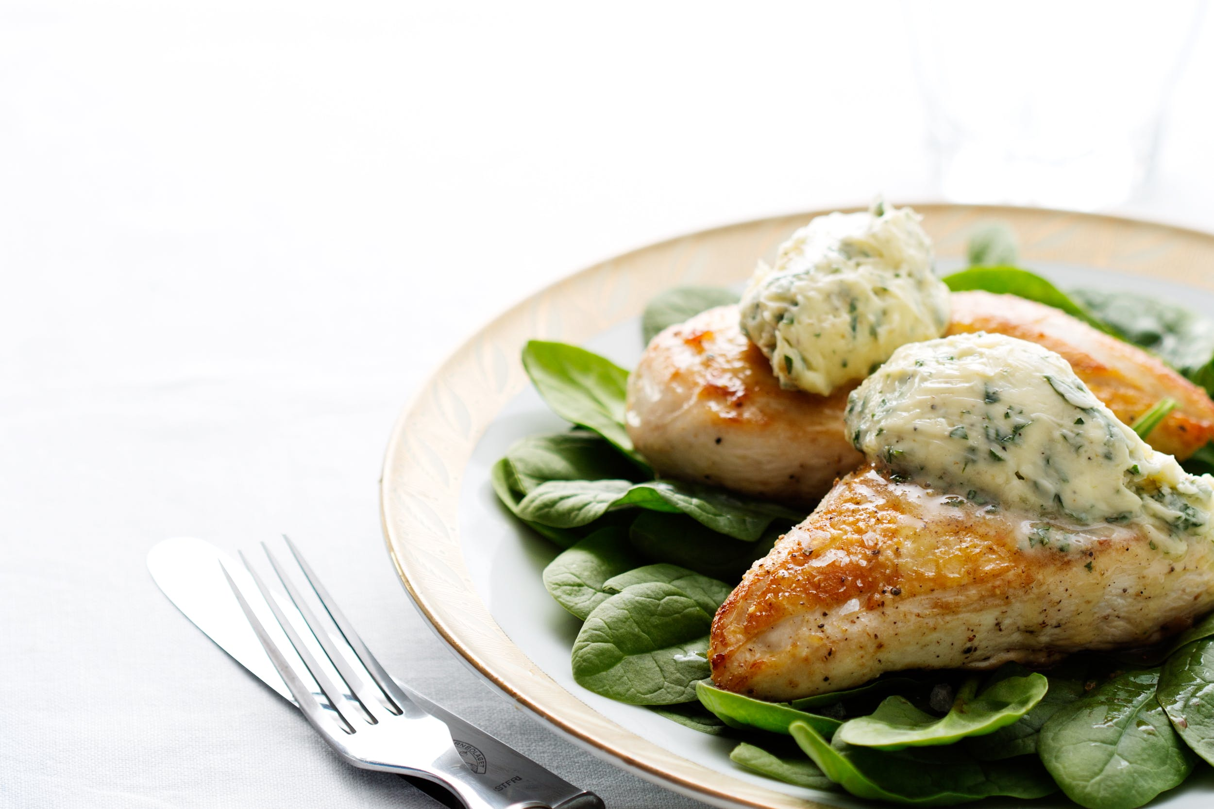 Pollo con mantequilla de hierbas