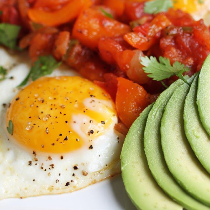 Huevos rancheros bajos en carbohidratos