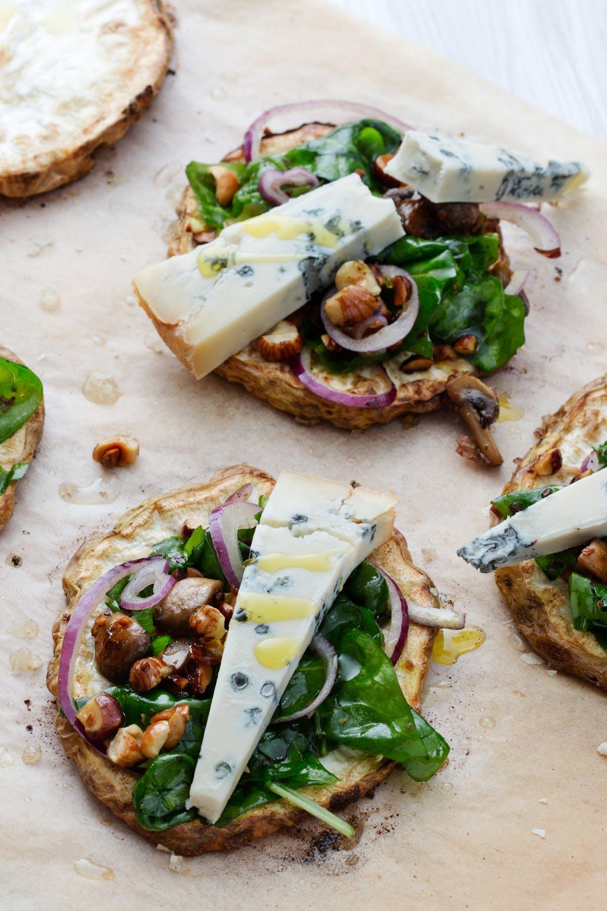 Raíz de apio al horno con gorgonzola low carb
