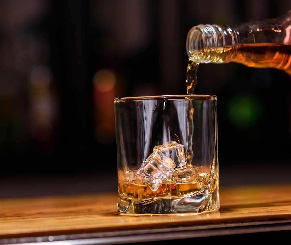 7 cosas a saber respecto al alcohol y la dieta cetogénica