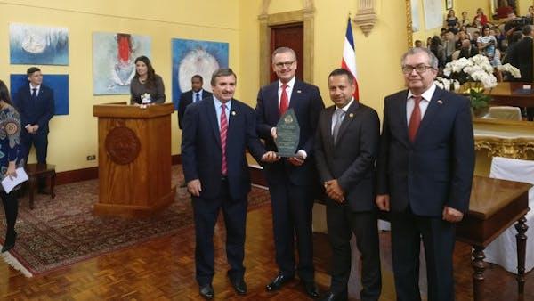 Técnico de la Selección de Costa Rica pierde peso al evitar los carbohidratos