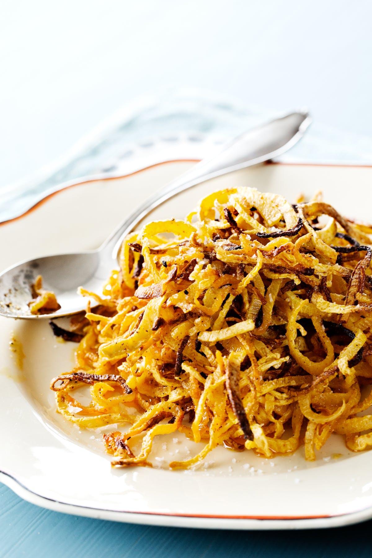 Deliciosos rizos de colinabo bajos en carbos