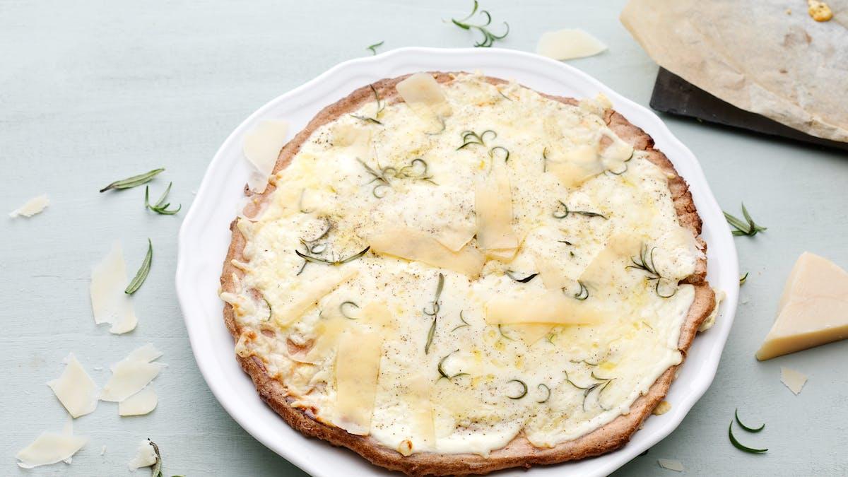 Pizza cetogénica blanca