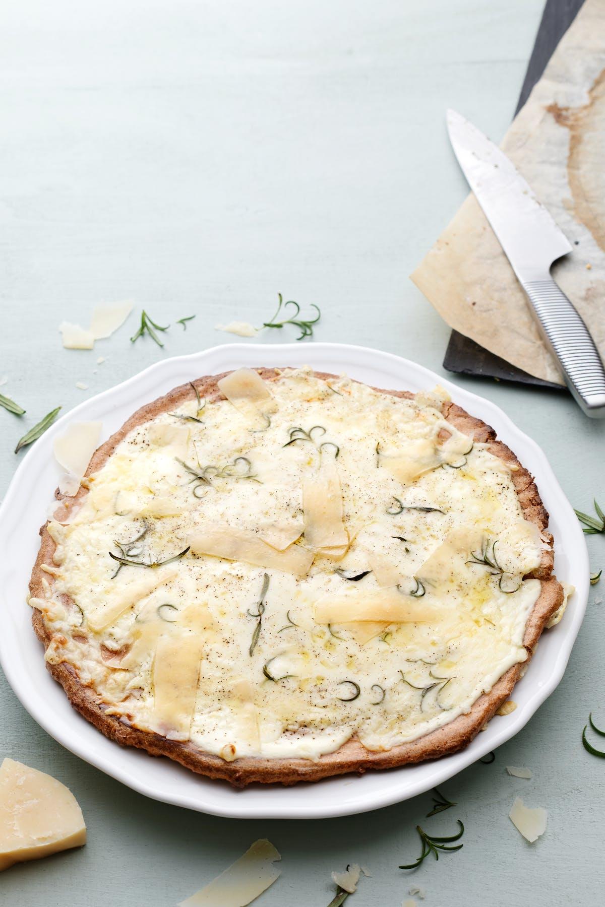 Pizza cetogénica blanca sin gluten