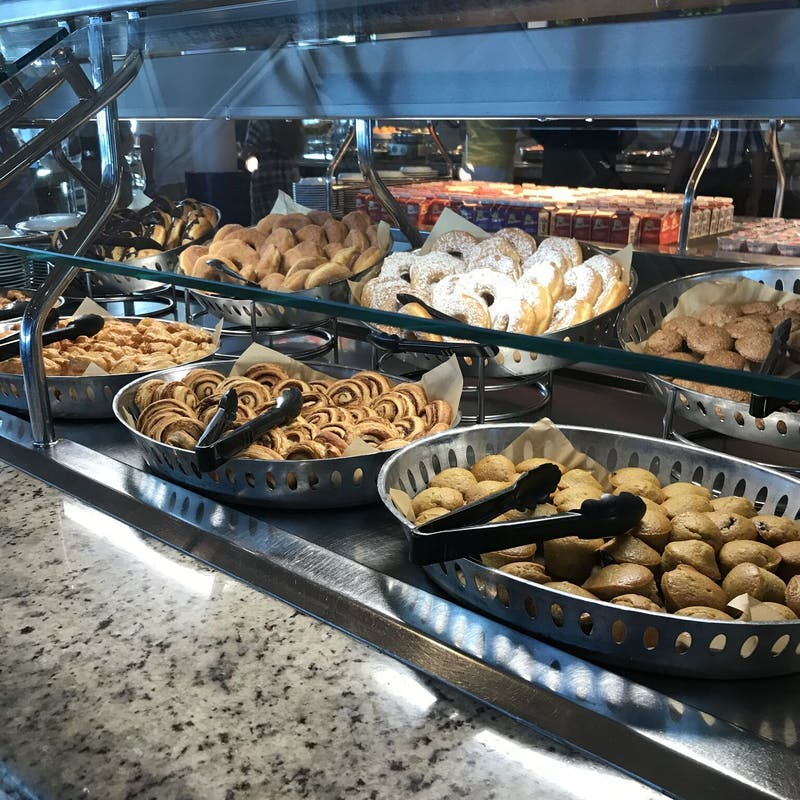 Alimentos azucarados en el buffet