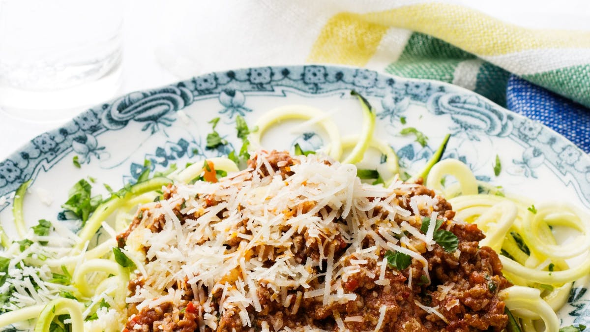 Espaguetis de calabacín con boloñesa