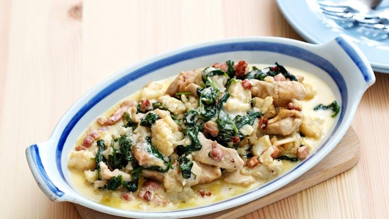 Pollo y coliflor en salsa alfredo