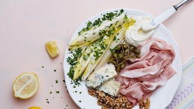 Plato keto de prosciutto y queso azul