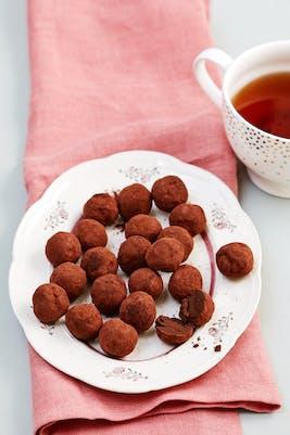 Trufas de chocolate con aguacate bajas en carbohidratos