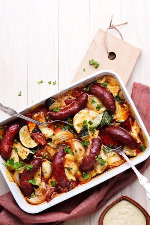Salchichas al horno con verduras low carb