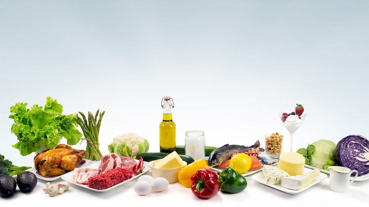 ¿Cómo funciona una dieta baja en carbohidratos?