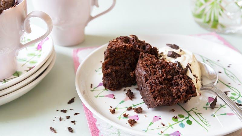 Muffin keto de chocolate en taza
