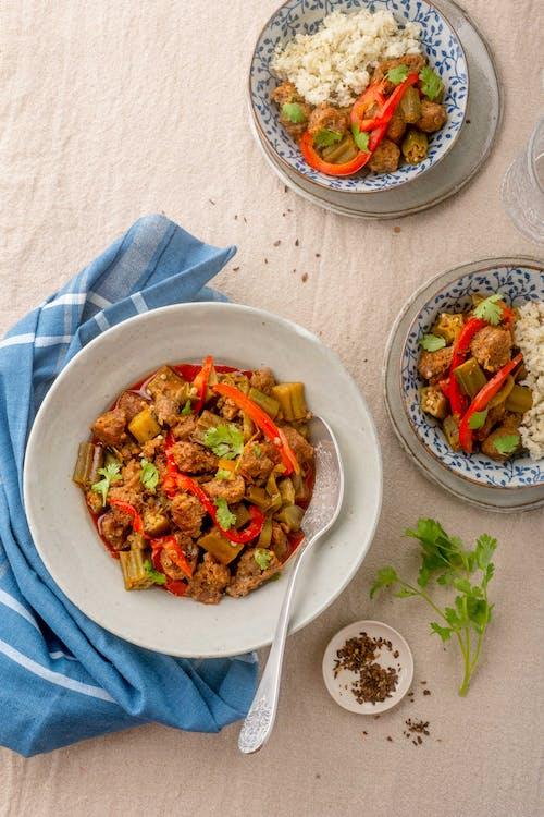 Ocra con chorizo mexicano bajo en carbohidratos