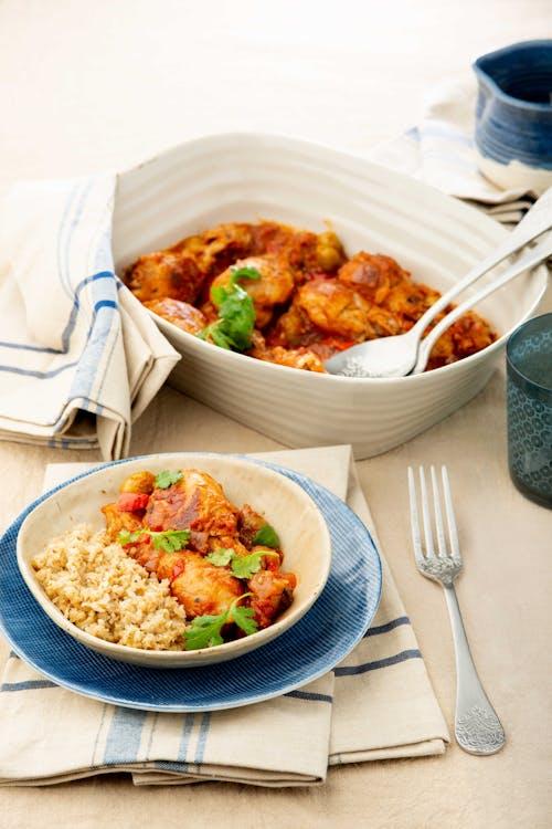 Pollo guisado con arroz de coliflor