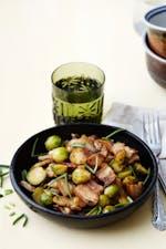 Cerdo chino keto con coles de Bruselas