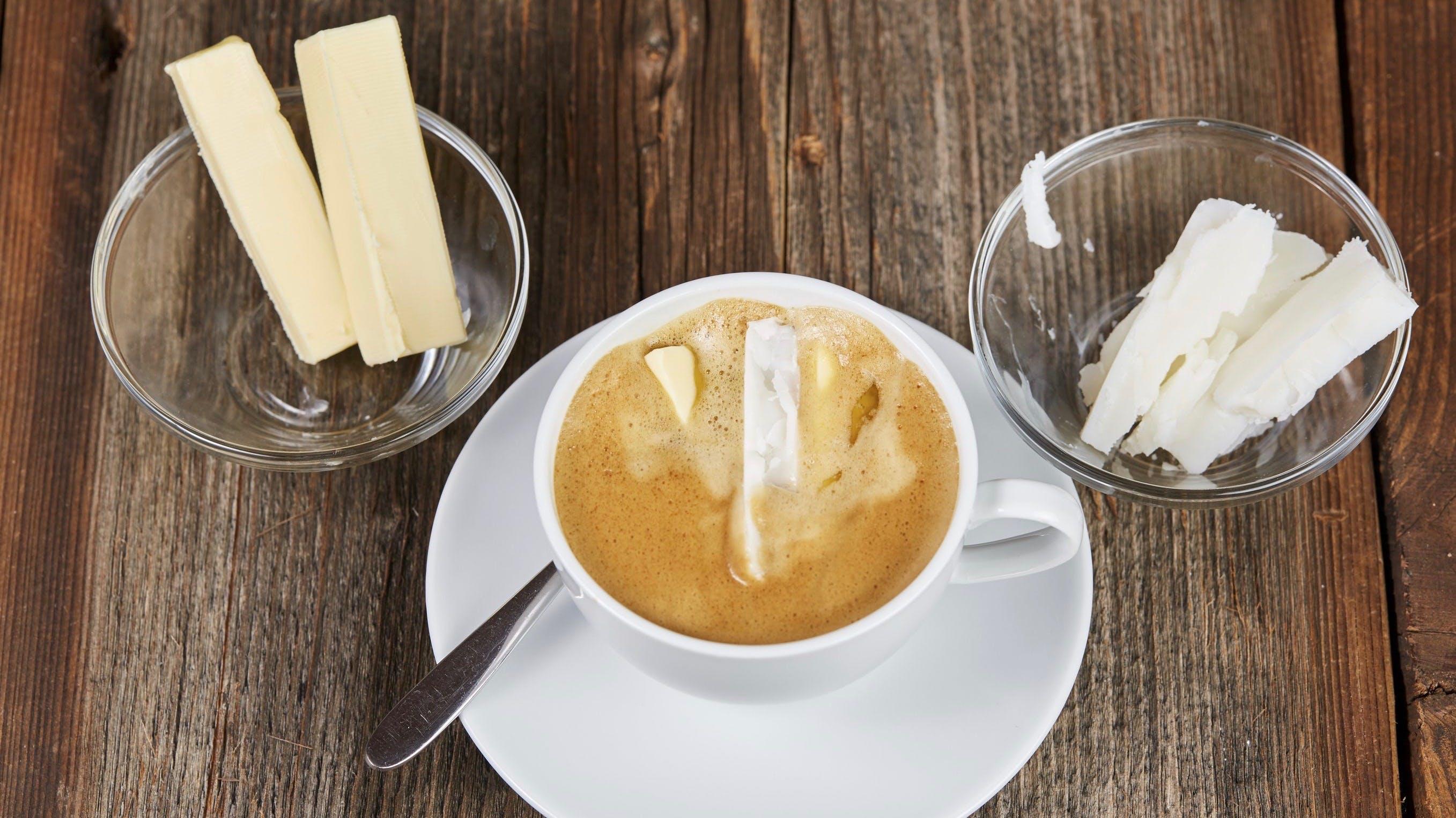 Primera plana para el café con mantequilla