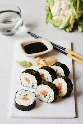 Rollos de sushi bajos en carbohidratos