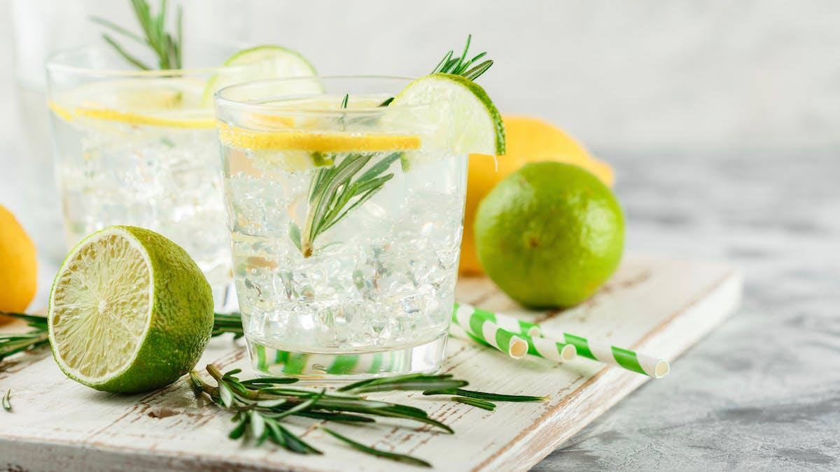 ¿Son las bebidas sin alcohol una opción para la gente keto?