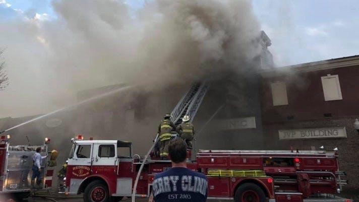 Un incendio destruye una clínica baja en carbos en Tennessee