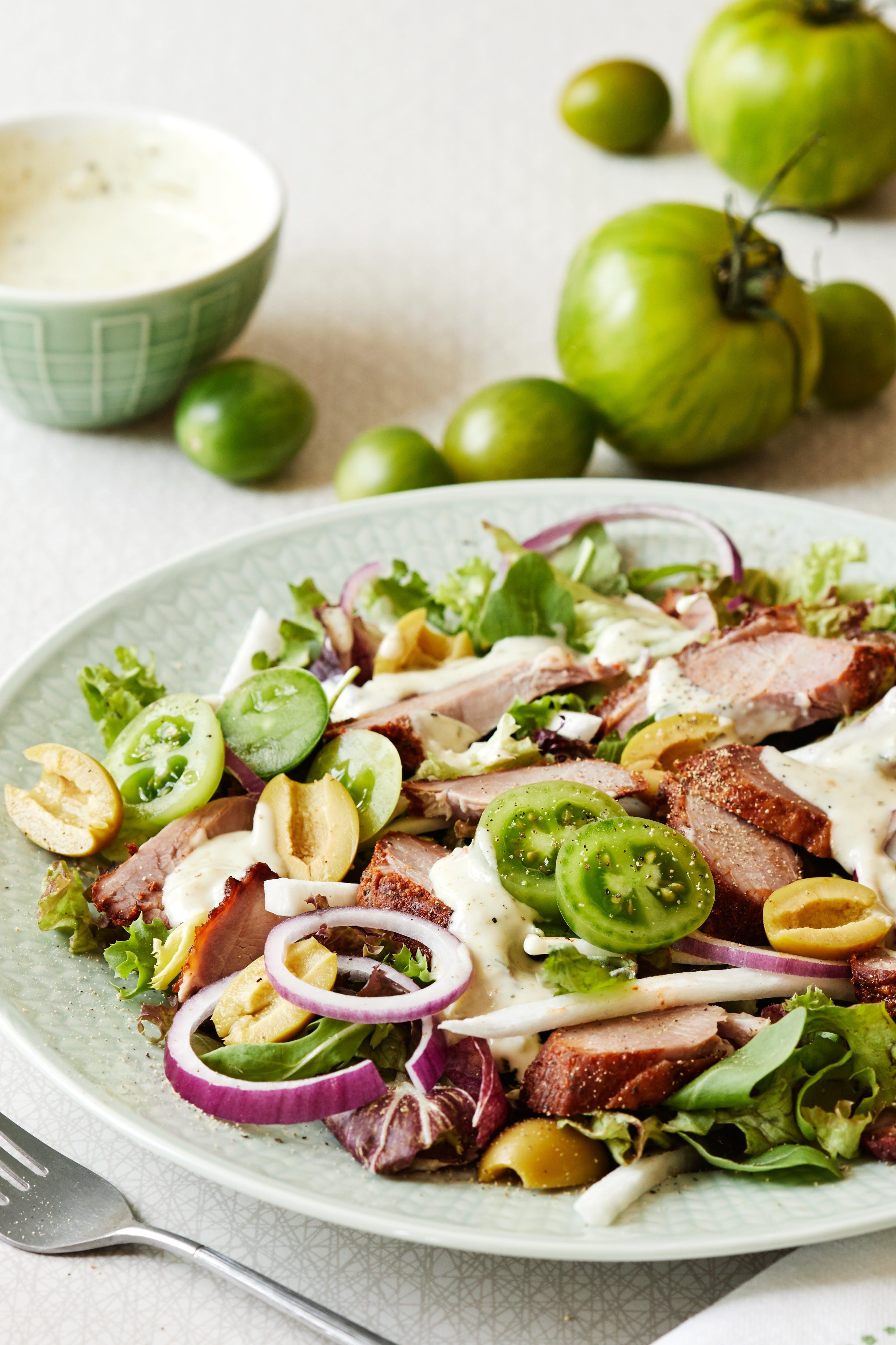 Ensalada de pavo con aderezo de cilantro y lima verde