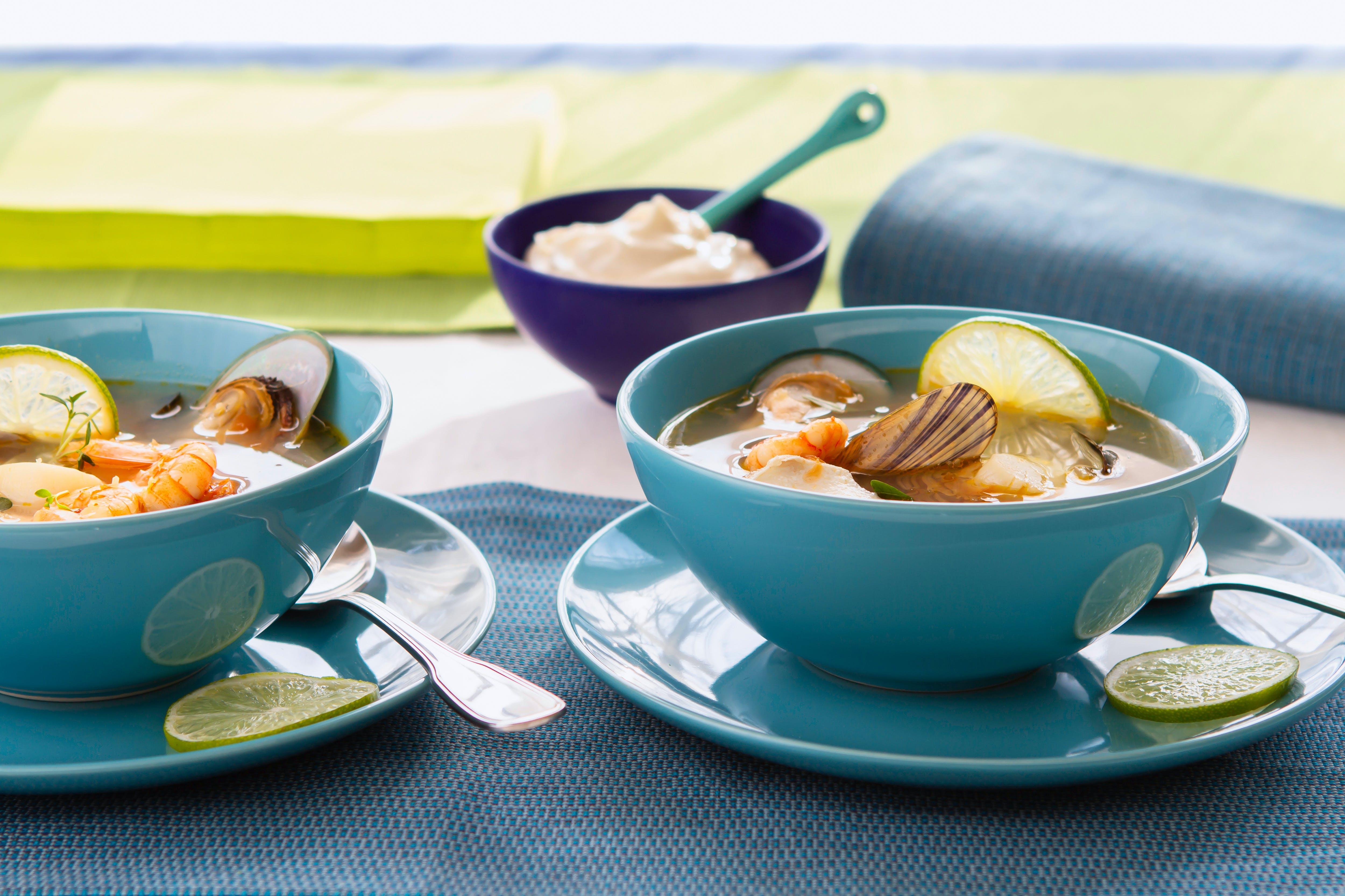 Sopa de mariscos con mayonesa de ajo