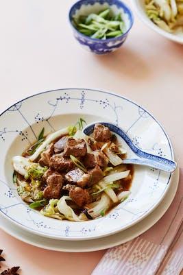 Estofado chino keto de cerdo con repollo