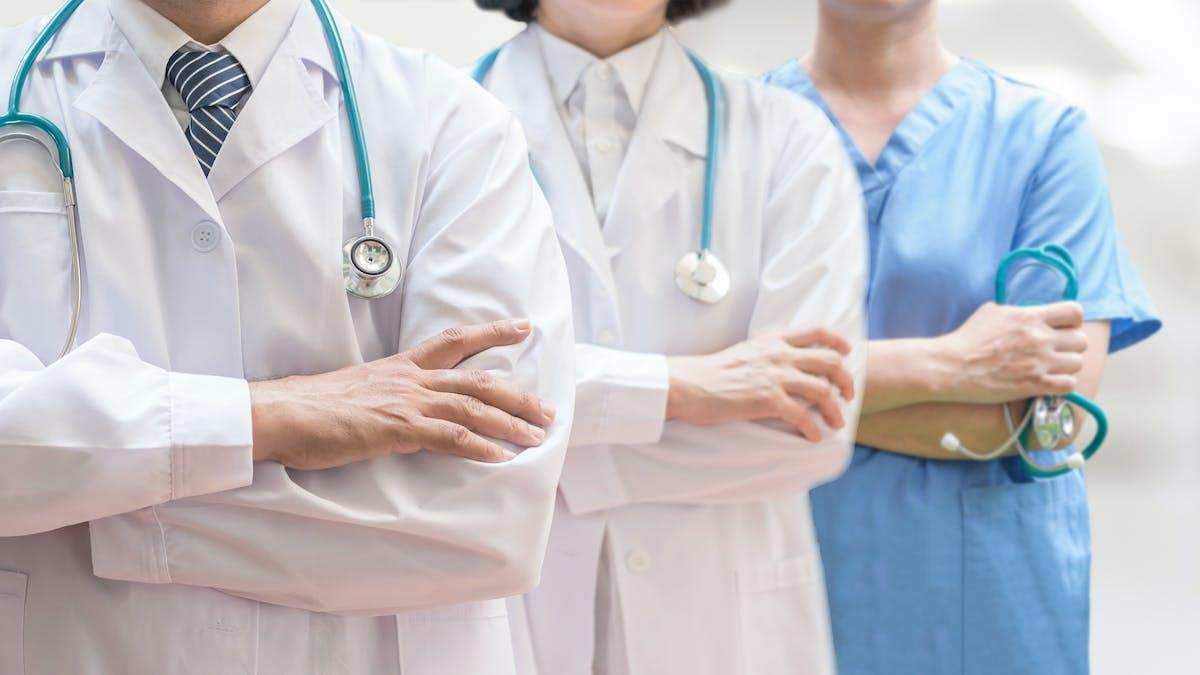 ¿Eres un médico que recomienda comer bajo en carbos? Queremos conocerte.