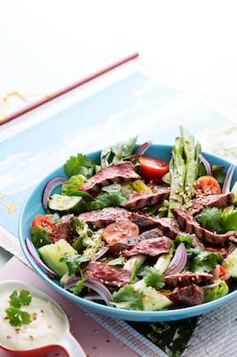 Ensalada keto asiática de carne de res (Almuerzo)
