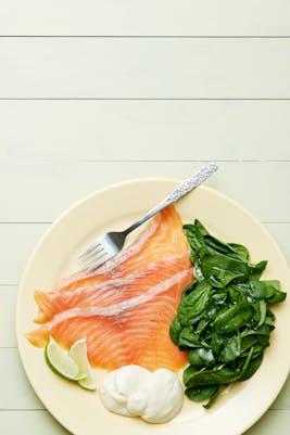 Plato keto de salmón ahumado<br />(Almuerzo)