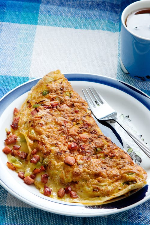Omelet keto con jamón y pimientos