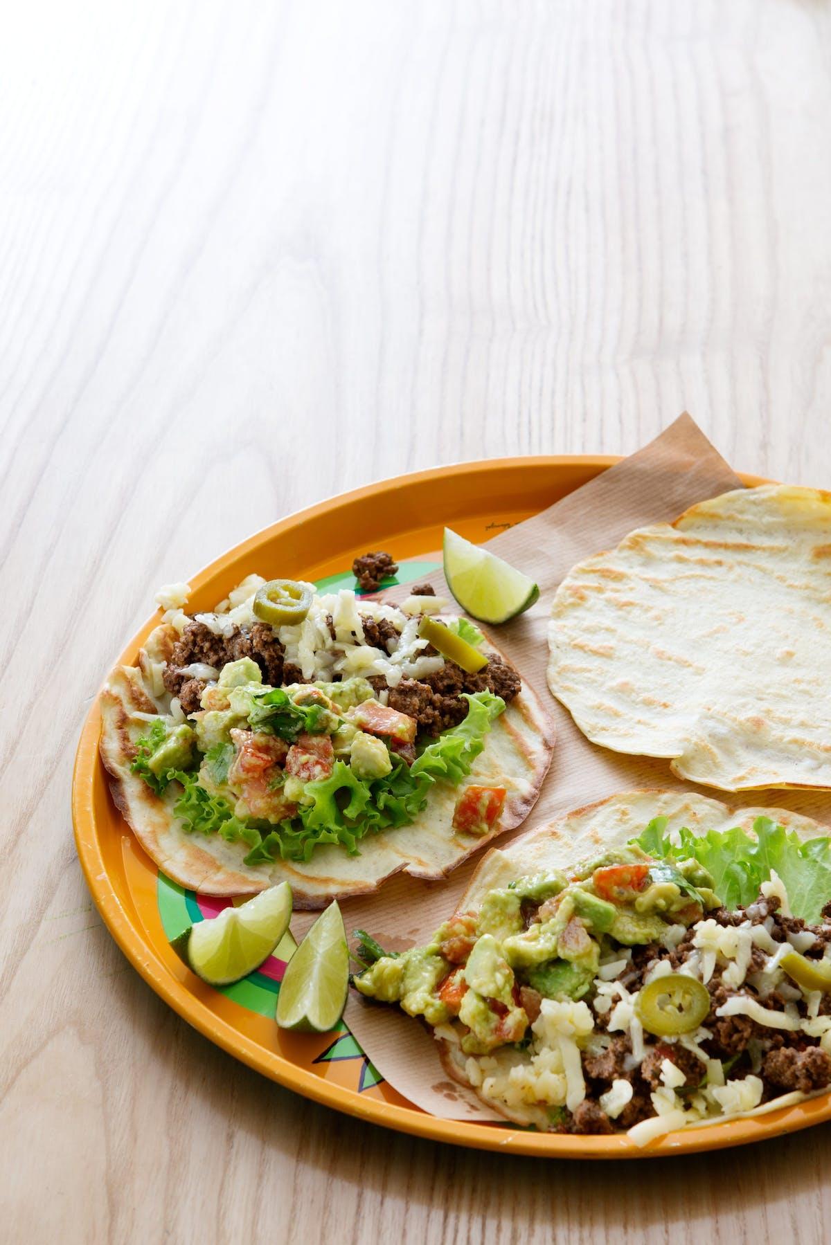 Tortillas keto con carne molida y salsa mexicana