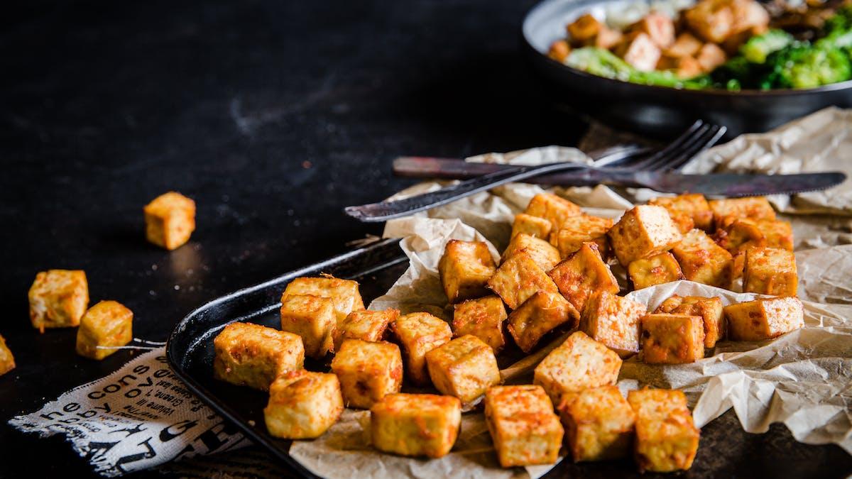Tofu marinado crocante