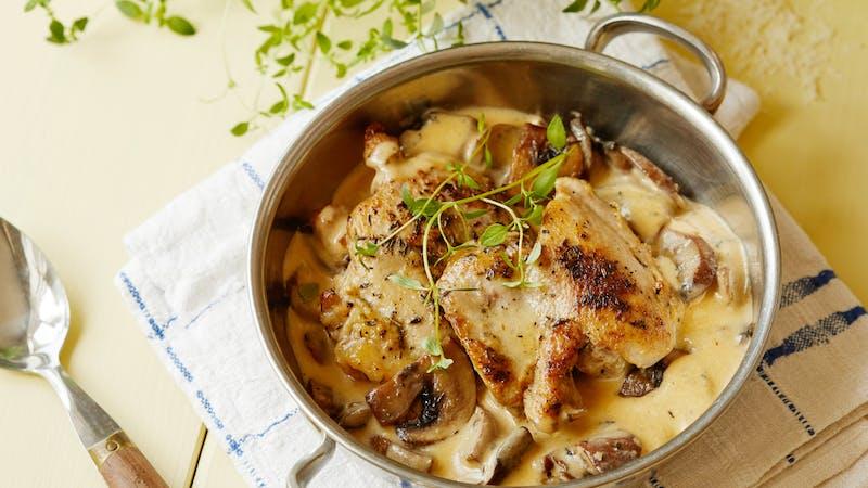 Contramuslos de pollo keto con ajo y champiñones