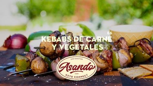 Kebabs de carne y vegetales