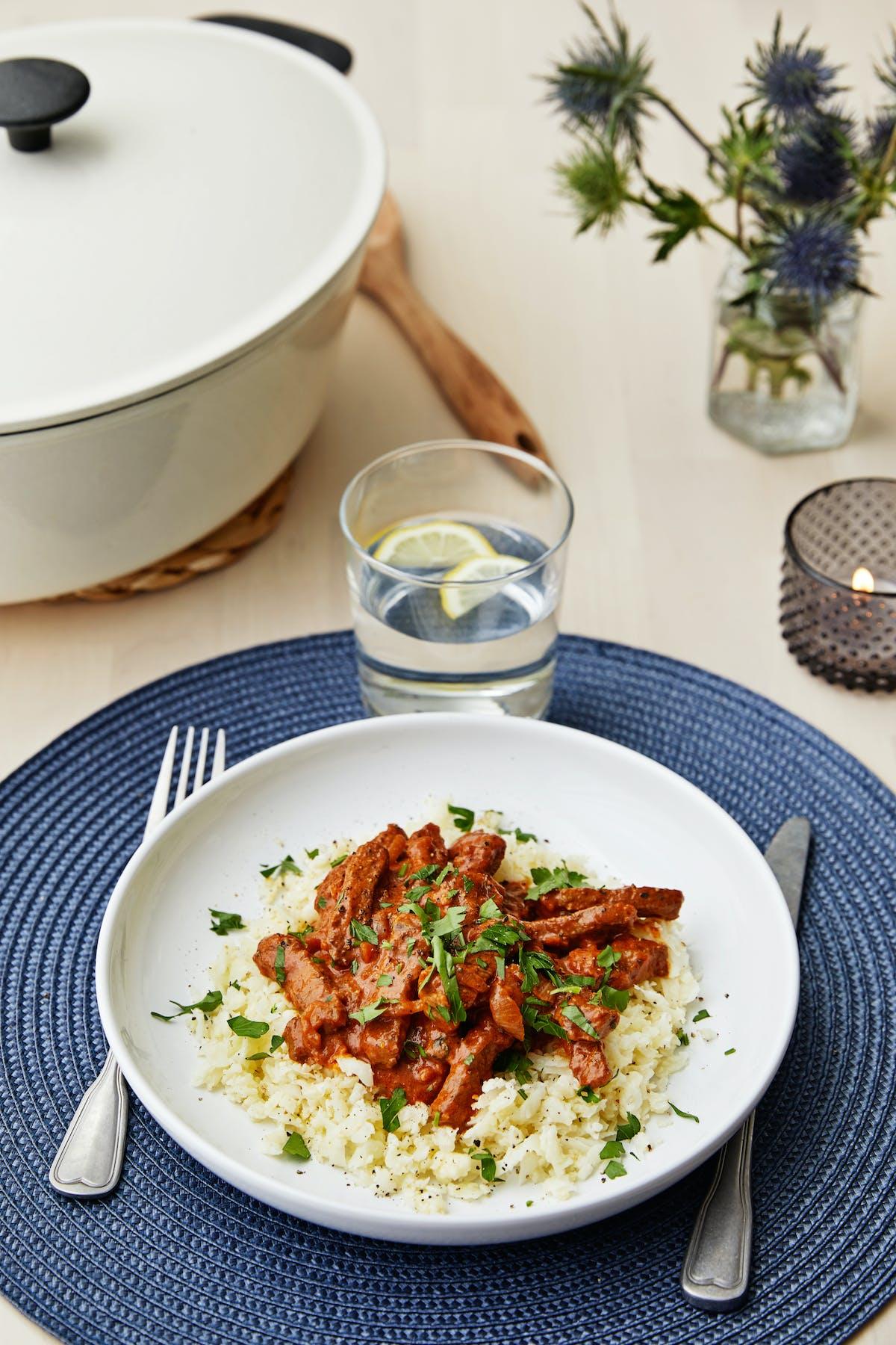 Stroganoff de res con arroz de coliflor