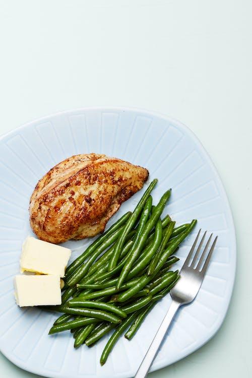 Plato keto de pollo con ejotes verdes