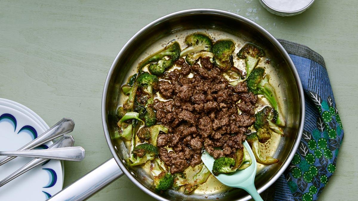 Plato keto de carne molida y brócoli