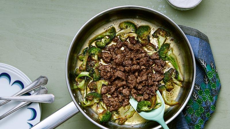 Plato keto de brócoli con carne molida