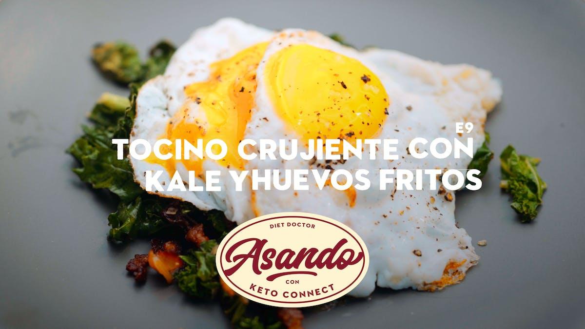 Tocino crujiente con kale y huevos fritos, Asando con KetoConnect