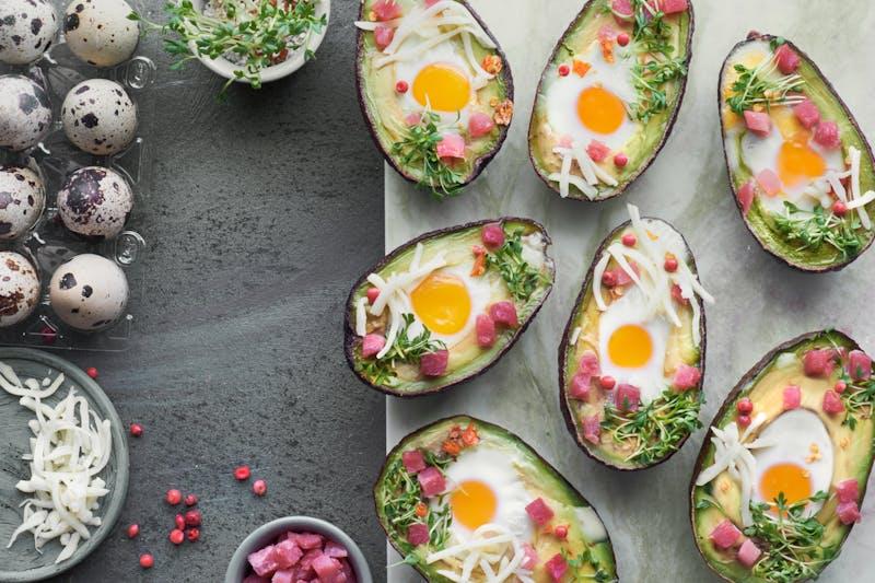 Huevos con aguacates