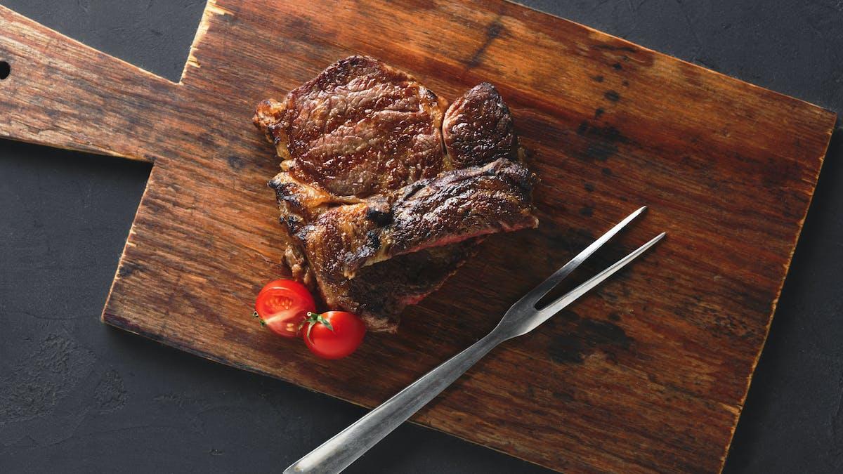 ¿Hay evidencias a favor de reducir la carne roja?
