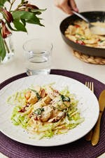 Pollo keto italiano con parmesano y pasta de repollo