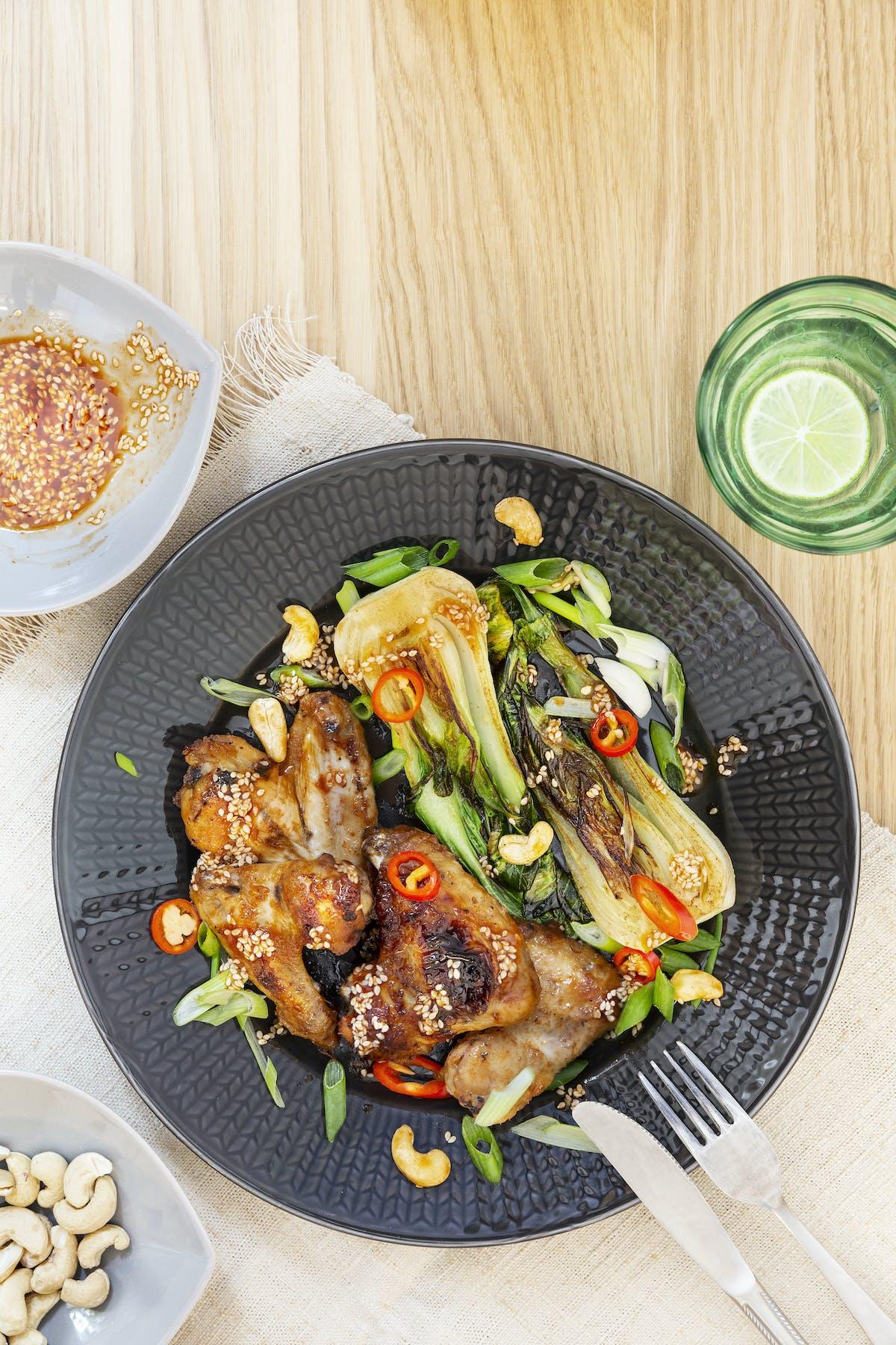 Alitas de pollo bajas en carbos al estilo asiático